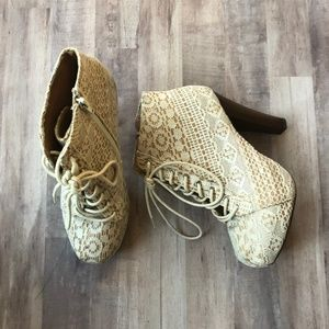Qupid Lace Heeled Booties Size 8